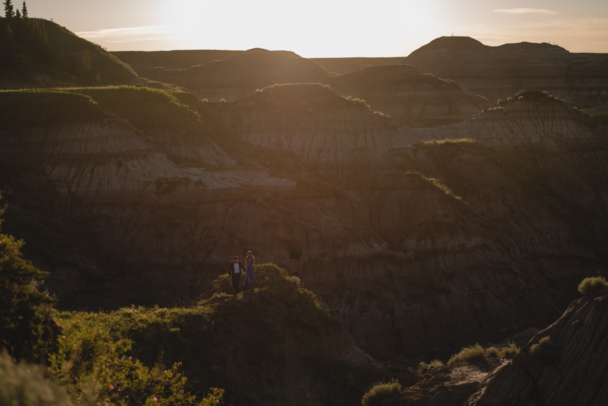 engagement photography in drumheller couple sunset